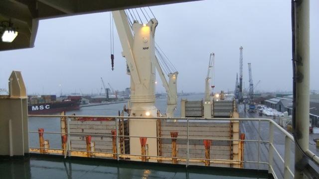 Im Hafen von Antwerpen (gegenüber liegt ein Schiff wie dasjenige das uns in 1993 nach Nordamerika brachte) - In port in Antwerp (moored across is a ship very similar to the one that took us to North America in 1993)