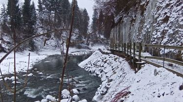 Der winterliche Weg am Ufer der Kleinen Emme - A wintery trail along the Little Emme River