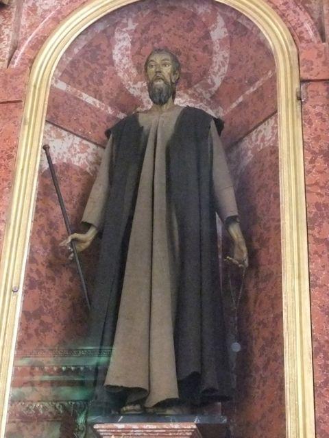 Statue of Nicholas de Flue, a 15th century ascetic and hermit - credited for peace building advice to various governments. - Statue von Bruder Klaus in der Jesuitenkirche in Luzern. Seine Ratschläge an verschiedene Regierungen gelten als friedensstiftened.
