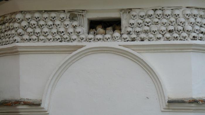 Pfarrkirche in Vrin, GR, Switzerland: Gedenkstätte für die Pestopfer - Memorial for the victims of the Black Death.