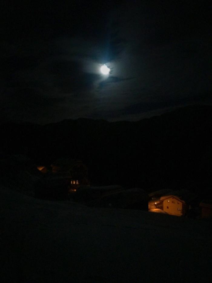 Tenna under the full moon